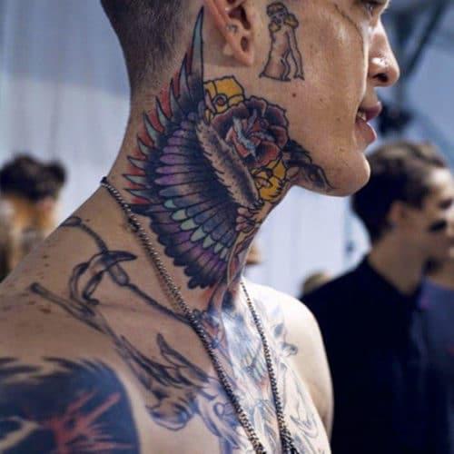 Tatuagem de Asas Pescoço