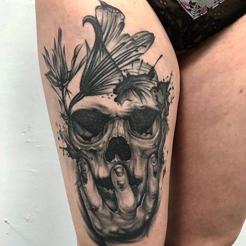 Cool Skull Thigh Tattoo Designs For Females
