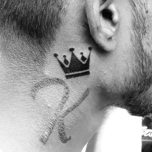 Tatuagens de pescoço pequeno