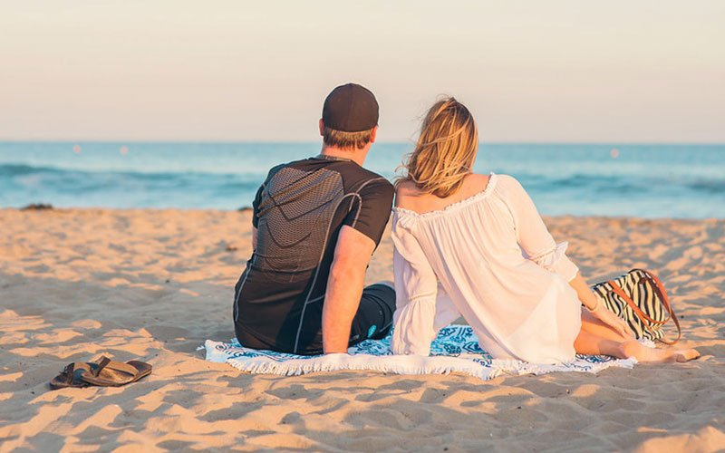 Chill At The Beach For A Cute First Date