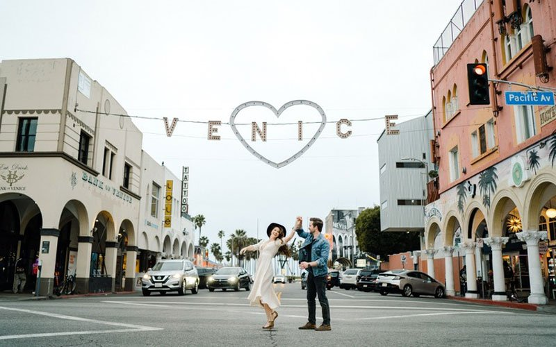 Explore The City on A Fun Date