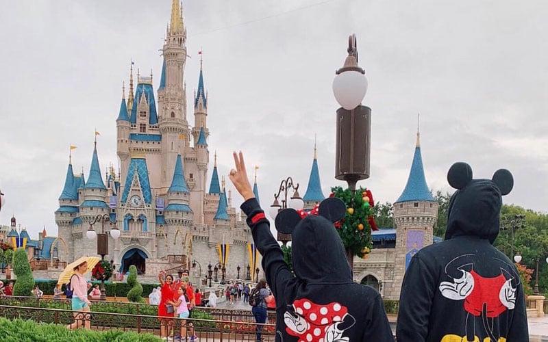 Head To An Amusement Park For A Cute Fun Date