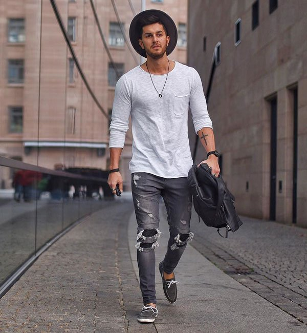 T-Shirt and Jeans Outfits For Teenage Guys